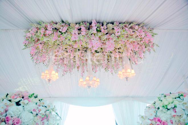 шатер украшенный цветами